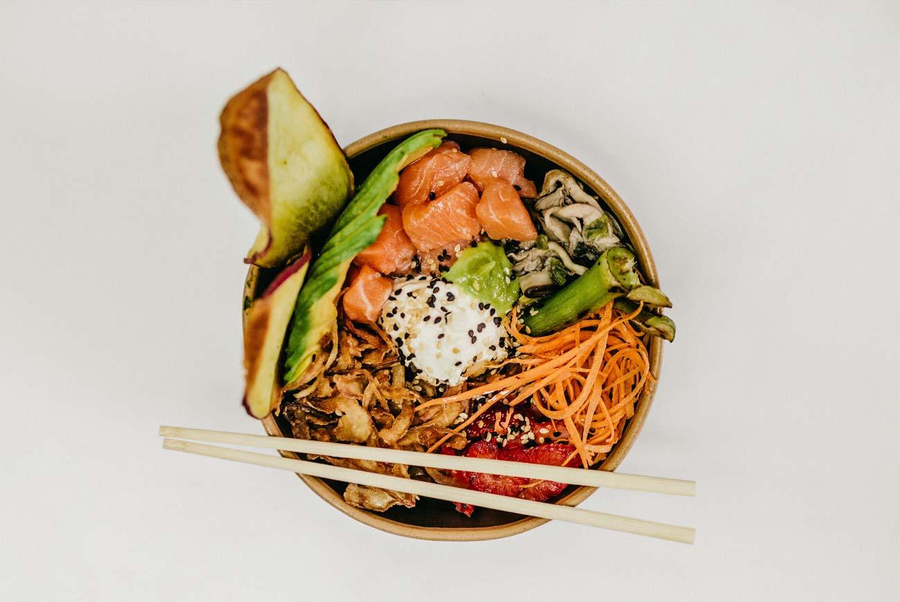 Żywienie w chorobie Hashimoto sałatka z łososiem